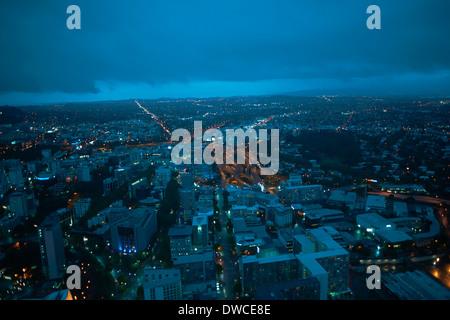 Erhöhte Ansicht von Auckland bei Nacht, New Zealand - Stockfoto