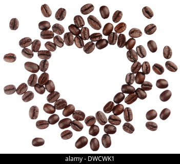 Kaffeebohnen Herz isoliert auf weißem Hintergrund hautnah Stockfoto