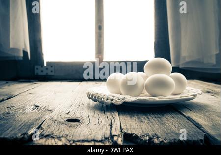 ostereier auf einem wei en tisch essen nahaufnahme stockfoto bild 66186689 alamy. Black Bedroom Furniture Sets. Home Design Ideas