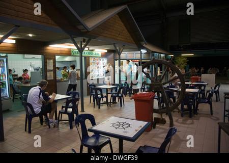 Outdoorküche Klein Cafe : Gäste beim open air restaurant cafe simon stevinplein 9 brügge