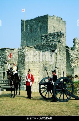 Britische Militär, 1888, Portchester Castle, Hampshire, England UK 17. Lancers, 57. Middlesex Regiment, Artillerie, - Stockfoto