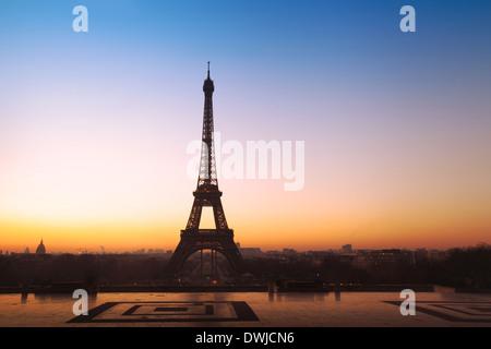schöner Panoramablick auf den Eiffelturm in Paris, Frankreich - Stockfoto