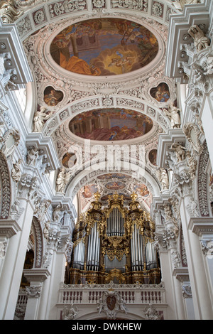 innenraum der st stephans kirche passau deutschland stockfoto bild 69236677 alamy. Black Bedroom Furniture Sets. Home Design Ideas