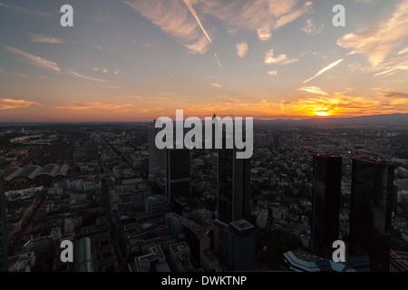 Frankfurt Main Skyline bei Sonnenuntergang - Stockfoto