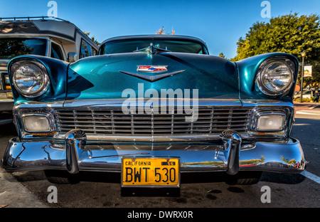 alte amerikanische autos aus den 1950er jahren noch als taxis auf den stra en von havanna kuba. Black Bedroom Furniture Sets. Home Design Ideas