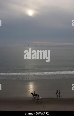 Reiten am Strand in Santa Barbara, Zentral-Kalifornien, USA - Stockfoto