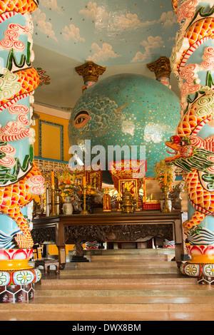 Innenraum des Cao Dai große Tempel (oder Heiliger Stuhl), Tay Ninh - Stockfoto