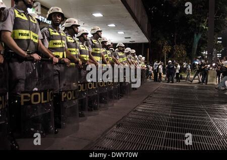 Sao Paulo, Brasilien. 13. März 2014. Demonstranten März in der Innenstadt von Sao Paulo Paulista Avenue an diesem - Stockfoto