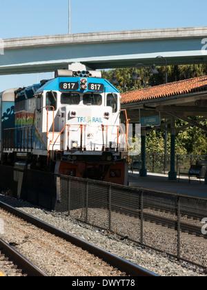 Tri-Rail Passenger Zug nähert sich Ft Lauderdale, FL, USA - Stockfoto