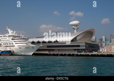 Die neue Hong Kong Cruise Liner Terminal eröffnet im Oktober 2013. Er ist auf der Start- und Landebahn des alten - Stockfoto