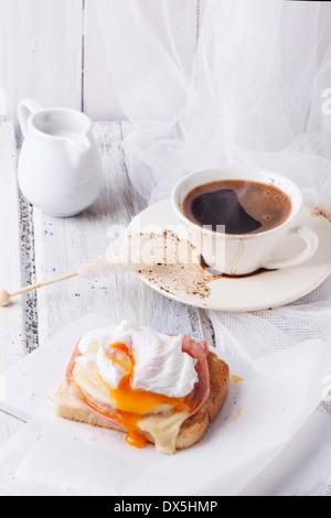 fr hst ck mit toast schinken k se ei grapefruit saft und kaffee stockfoto bild 58098628. Black Bedroom Furniture Sets. Home Design Ideas