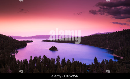 Morgenlicht über Emerald Bay am Lake Tahoe, Emerald Bay State Park, Kalifornien USA - Stockfoto