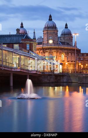 Das Maritime Museum und Princes Quay Einkaufszentrum im Stadtzentrum von Hull. Hull, East Yorkshire. Februar 2014. - Stockfoto