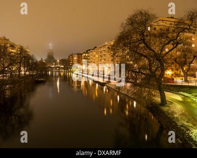 Abendlicher Blick von Klara Sjö, (See 'Klara'), eine Wasserstraße im Zentrum von Stockholm, Trennung und Kungsholmen - Stockfoto