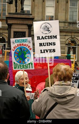 Glasgow, Schottland, Großbritannien. 22. März 2014. Anti Rassismus März und Demonstration auf dem George Square, - Stockfoto