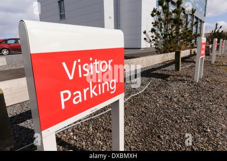 Besucher Parkplätze Autokennzeichen - Stockfoto