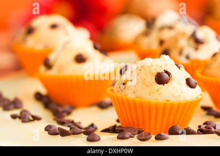 Nachtisch essen. Muffins oder Cupcakes mit Schokolade - Stockfoto