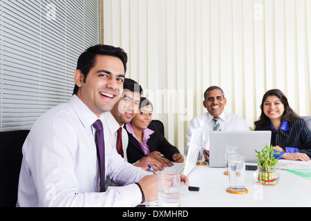 Indischen Geschäft Leute treffen im Büro - Stockfoto