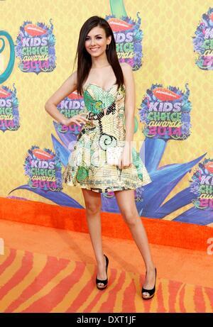 Los Angeles, CA, USA. 29. März 2014. Victoria Justice im Ankunftsbereich für 27. jährlichen Nickelodeon Kids' Choice - Stockfoto