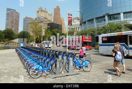 (Datei) - eine Archiv Bild, datiert 20. August 2014, zeigt Fahrräder zu vermieten Vermietung Agentur Citibike stehen - Stockfoto