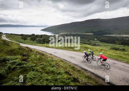 Drei Fahrer nehmen auf Großbritanniens Straßen längste in Lochcarron, Schottland - Stockfoto