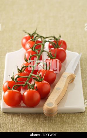 Reihe von Cherry-Tomaten - Stockfoto