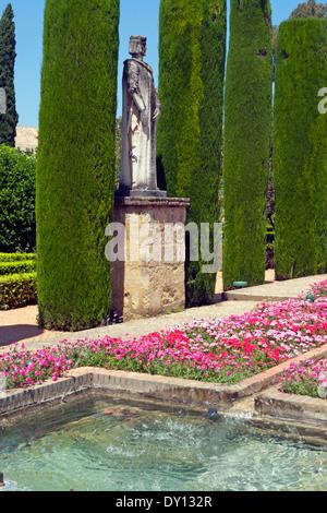 Statue in den Gärten des Alcázar de Los Reyes Cristianos, Córdoba, Andalusien, Spanien. - Stockfoto