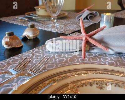 ... Nautischen Themen Stücke Auf Eleganten Speisesaal Tisch, FL, USA    Stockfoto