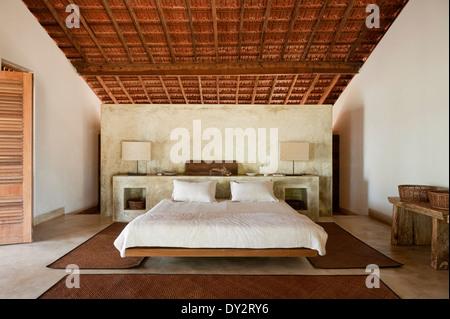 Holzbalken Schlafzimmer der Goa Strand Haus Retreat, Indien - Stockfoto