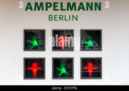 Ampelmaennchen (kleine Ampelmännchen) ist das berühmte Symbol auf Fußgänger Signale in der ehemaligen DDR gezeigt. - Stockfoto
