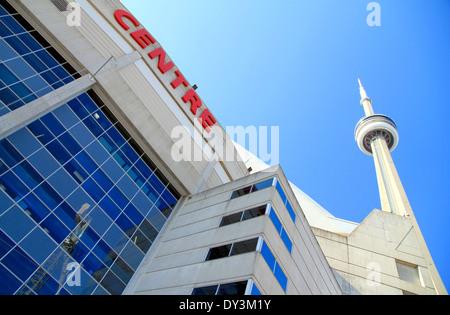 CN Tower und Rogers Centre in Toronto, Kanada - Stockfoto