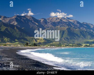 Schöne Aussicht auf den Strand von Kaikoura, Canterbury, Neuseeland. Kaikoura ist ein beautful kleine Ferienort - Stockfoto