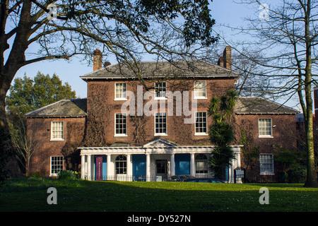 Southernhay House, Exeter, ist ein 3-stöckiges Einfamilienhaus in Southernhay East fast gegenüber dem Eingang zur - Stockfoto