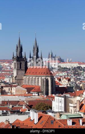 Blick über die Altstadt mit Rathaus, Teynkirche, Burgviertel, Prag, Böhmen, Tschechische Republik - Stockfoto