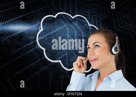 Zusammengesetztes Bild der Wolke und Call Center Arbeiter - Stockfoto