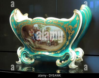 Vase (Küvette Mahon) Sevres, C. 1761-1763 von Jean Claude Duplessis (C ausgelegt. 1695-1774) bemalt und vergoldet - Stockfoto