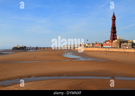 Blackpool Tower, North Pier Strand, Promenade und Meer Regeneration, Blackpool, Lancashire, England, UK. - Stockfoto