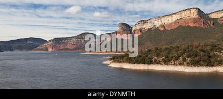 Sau-Reservoir in der Provinz von Barcelona, Catalonia. - Stockfoto
