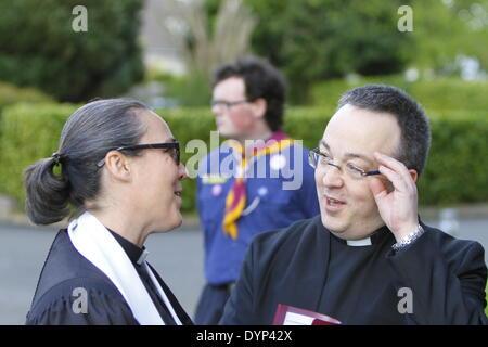 Dublin, Irland. 23. April 2014. Der Rev Lothringen Kennedy-Richie (links), spricht Presbyterian Moderator von Dublin - Stockfoto