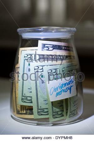 Dollar für einen besonderen Anlass wie Weihnachten im Weckglas gespeichert. - Stockfoto