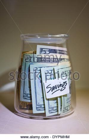 Dollar in einem Glas für einen besonderen Anlass oder ausstehenden Schulden. - Stockfoto
