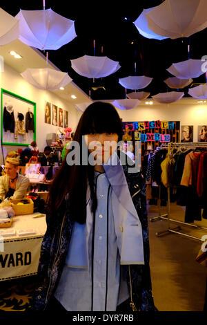 London, UK. 24. April 2014. Stylist Susie Bubble bei einer Veranstaltung statt in London im Designer Flohmarkt im - Stockfoto