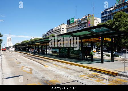 Bus Bahnhof Obelisco Sur an der Avenida 9 de Julio Buenos Aires Argentinien - Stockfoto