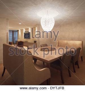Sitzplätze An Tisch Im Modernen Speisesaal, Sarria Wohnung In Können Rabia  St, Barcelona,