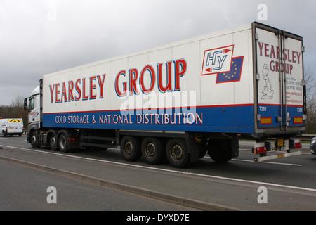 Eine Yearsley Gruppe LKW Reisen entlang der Schnellstraße A46 in Leicestershire, England - Stockfoto