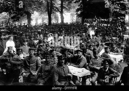 Verwundete deutsche Soldaten hören Sie ein Konzert, Berlin, 1915 - Stockfoto