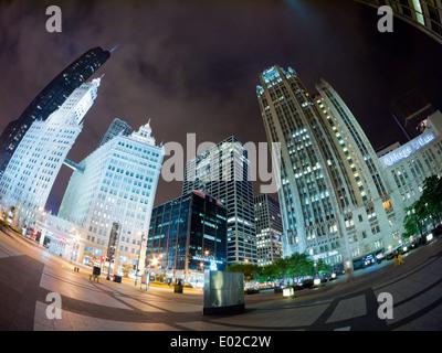 Ein Fischauge Blick der Trump International Hotel, Tribune Tower und Tower Chicago und Wrigley Building in der Nacht. - Stockfoto