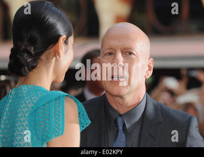 """London, UK, UK. 22. Juli 2013. Bruce Willis kommt für die Europäische Premiere von """"Reds 2"""" im Odeon West End. © - Stockfoto"""