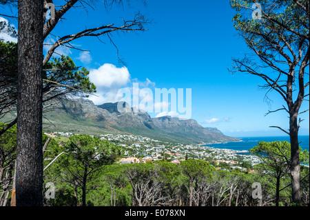 Table Mountain zwölf Apostel und Camps Bay, Anzeigen von Kloof Road, Kapstadt, Südafrika - Stockfoto