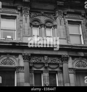 Architektonisches Detail, einschließlich arcuated Stürze und Säulen, der neoklassizistische Gebäude, Grainger Street, - Stockfoto